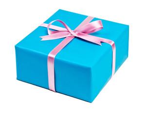 blaue Geschenkbox vor weißem Hintergrund
