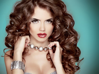 Long wavy Hair. Glamour Fashion Woman Beauty Portrait. Beautiful