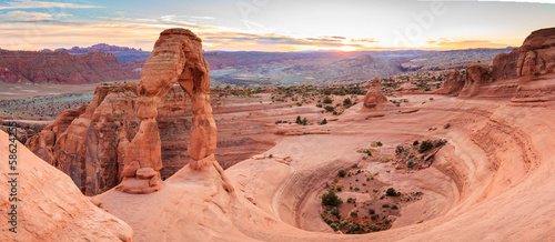 Fotobehang Natuur Park Panorama of Delicate Arch in Arches National Park Utah