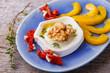 Ziegenkäse mit Walnuss, Thymian, getrockneter Tomate und Paprika