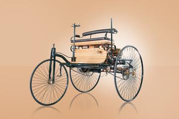 Oldtimer erstes Auto der Welt Carl Benz