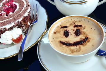 Cappuccino mit Schwarzwälder Kirschtorte