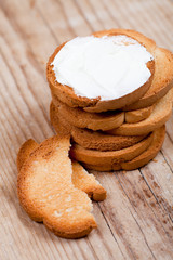 snack crackers with cream cheese