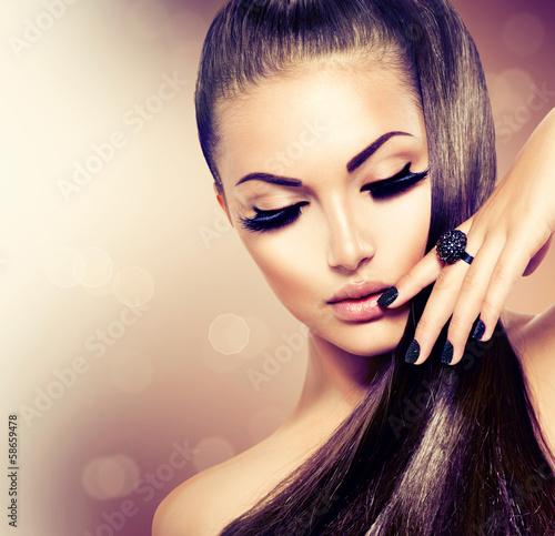fototapeta na ścianę Uroda modelka Dziewczyna z długo zdrowych brązowe włosy