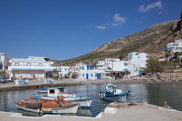 der Hafen von Finiki mit Fischerbooten, Karpathos