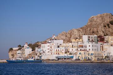 der Hafenort Pigadia auf Karpathos, Griechenland