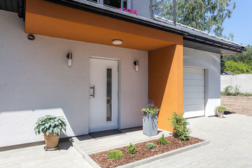 Bright space - door and garage