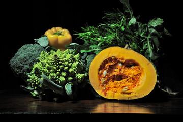 Zucca, cavoli e verdure in autunno