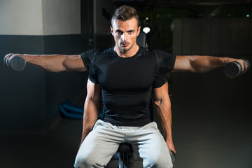 Showing How To Train Shoulders Lateral