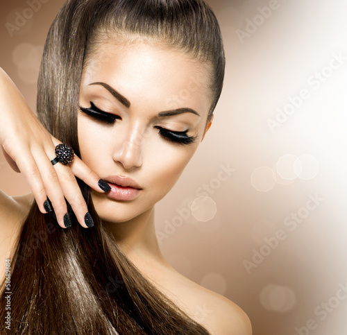 Beauty Fashion Model Girl with Long Healthy Brown Hair