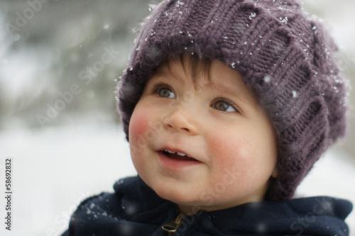 Leinwanddruck Bild Winterbild mit Kind