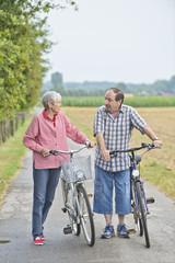 Paar mit Fahrrad