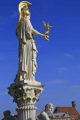 Statue der Pallas Athene vor dem Parlament in Wien
