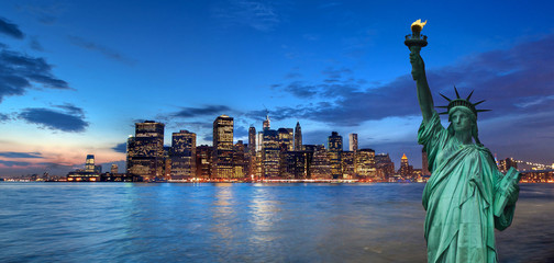 New York cityscape, and Manhattan Bay tourism concept photograph