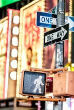 Fototapete - Keep walking New York traffic sign