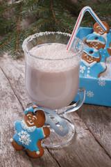 Milkshake and gingerbread men in a gift box