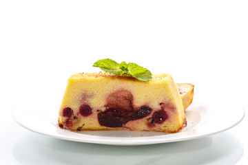 Cottage cheese pie with berries