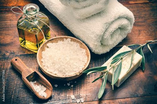 Leinwanddruck Bild Spa setting with natural olive soap and sea salt