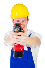 Heimwerker hält Bohrmaschine