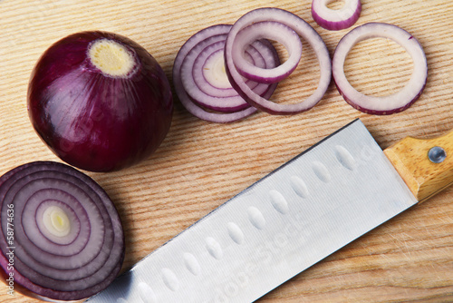 slices of red onions