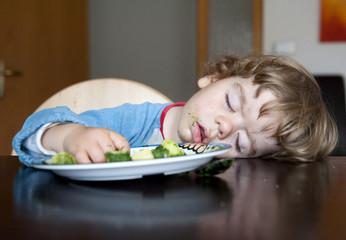 gesundes essen bringt das kind in den gesunden schlaf