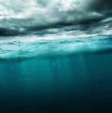 wzburzonym morzu