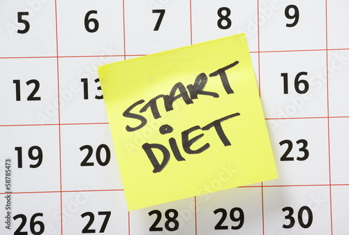 Start Diet Reminder note stuck on a Calendar