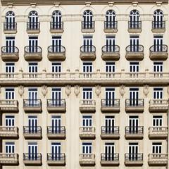Balcones en edificio clásico