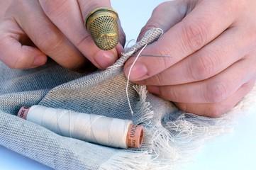 Le mani di una sarta