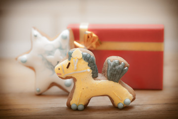 Gingerbread cake pony star icing decoration red gift box