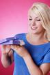 canvas print picture - blondes Mädchen freut sich über geschenkten Schmuck