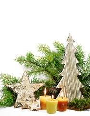 Weihnachtsdeko  mit Tannenzweigen isoliert