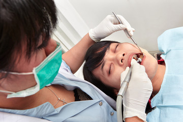 Dentist examing teeth