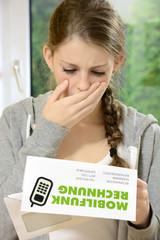 Teenager mit hoher Handy-Rechnung
