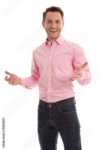 Erfolgreich lachender junger Mann isoliert auf Weiß