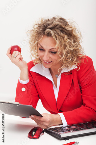 Happy business woman or office worker reading a memo
