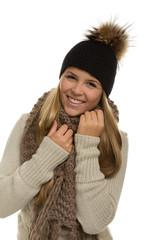 Junge Frau mit in Winterkleidung