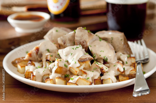 ried potatoes and sausage with creamy gravy and dark beer.