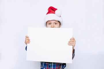Kind mit Angebot zu Weihnachten