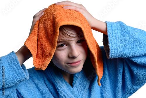 bambino si asciuga