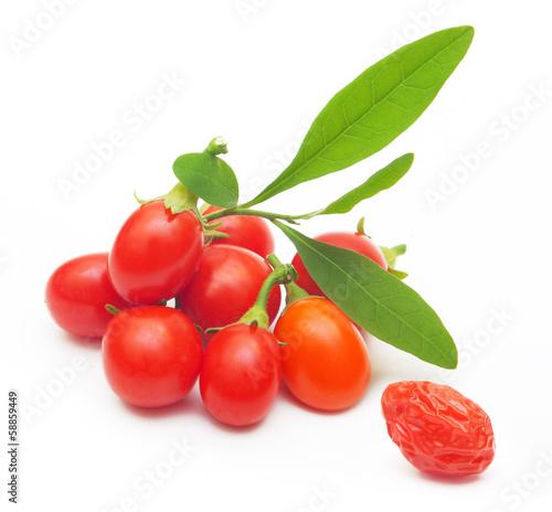 Foto op Aluminium Vruchten Goji berry isolated on white background.