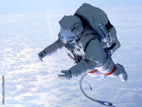 astronauta-nad-chmurami