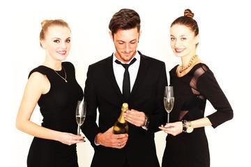 Freunde trinken Champagner
