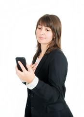 Traurige junge Frau schaut auf Handy