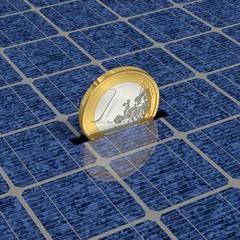 Eine Euro-Münze wird gespart durch Solarenergie
