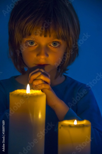 praying little girl