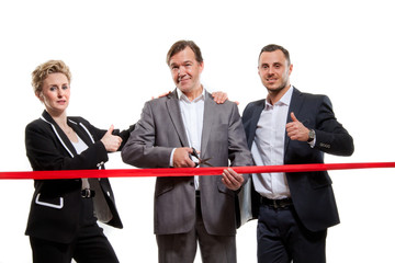 Business Team durchschneidet rotes Band