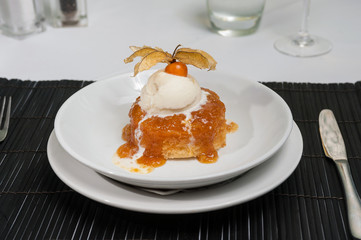 steamed sponge pudding with vanilla ice cream