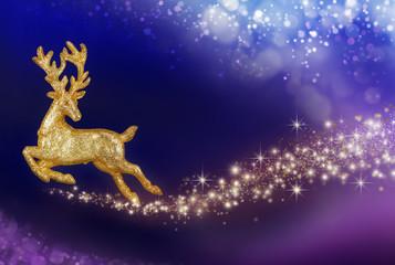 Weihnachtszauber mit goldenem Rentier