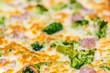 Pizza con broccoli e salsiccia